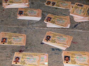 Carte nationale d'identité (crédit Photo: Suy Kahofi/WADR-Abidjan)
