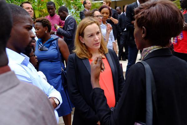 Axelle Lemaire avec la jeune communauté Web ivoirienne