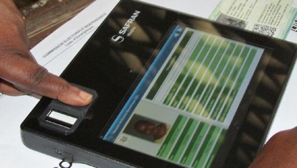 Presidentielle-2015-Tablette-biométrie-cei